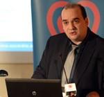 Le Docteur Farsalinos présente une étude sur l'impact de la cigarette électronique sur le coeur lors d'un congrès de cardiologie.